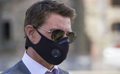 Tom Cruise křičel na lidi na place během natáčení, protože porušovali opatření. Vulgárně jim vynadal a vyhrožoval vyhazovem