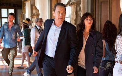 Tom Hanks a božská Felicity Jones sú na úteku na prvých obrázkoch k Infernu