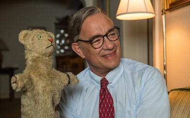 Tom Hanks ako dobrosrdečný moderátor mení ľudské životy. Zaútočí emotívna dráma na Oscara?