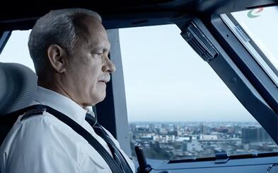 Tom Hanks dokázal ako pilot Sully v Eastwoodom filme zachrániť desiatky životov, zachrániť film sa mu však nepodarilo (Recenzia)