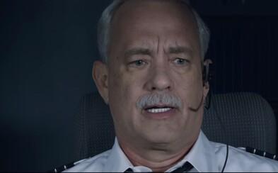 Tom Hanks je pilot Sully, ktorý zachránil pristátím na rieke Hudson 155 ľudí. Získa si Clint Eastwood drámou ďalších Oscarov?