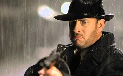 Tom Hanks je v úžasnej gangsterke Road to Perdition nájomným vrahom, ktorý sa vydáva na cestu pomsty