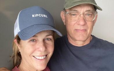 Tom Hanks se po nákaze koronavirem cítí lépe a posílá jasný vzkaz: Pomáhejte, kde se dá