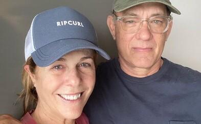 Tom Hanks s manželkou darují svou krev na vakcínu proti koronaviru. Oba se úspěšně vyléčili