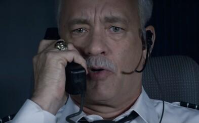 Tom Hanks sa ako pilot Sully stáva hrdinom, no úrady mu chcú zničiť život