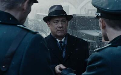 Tom Hanks, Steven Spielberg a bratia Coenovci nám pripravia chladný a hlboký náhľad do života ruského špióna a jeho obhajcu