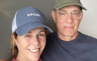 Tom Hanks zdraví fanúšikov z karantény. Všetci môžeme proti koronavírusu bojovať, napríklad dodržiavaním rád odborníkov, hovorí