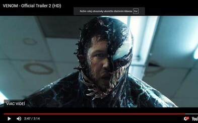 Tom Hardy sa zbavuje zodpovednosti. V akciou nabitom traileri ničí ako Venom celé mesto a zabíja bez výčitiek každého, kto mu skríži cestu