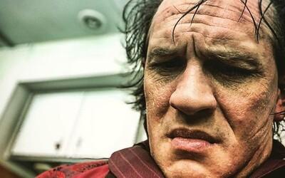 Tom Hardy v roli Al Caponeho vzbuzuje strach. Sledujte jeho přeměnu na brutálního gangstera v chystaném thrilleru Fonzo