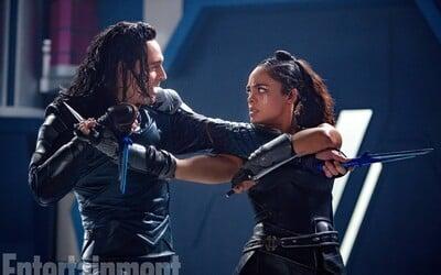 Tom Hiddleston sa musel pre úlohu Lokiho jednoducho narodiť. Na obrázkoch z Thor: Ragnarok z neho totiž srší neuveriteľná charizma