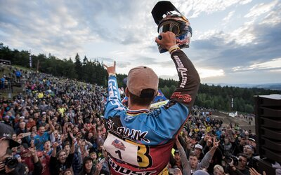 Tomáš Slavík se stal vítězem světové série horských kol ve fourcrossu. V rámci JBC 4x Revelations uspěli i další Češi