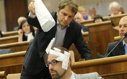 TOP 10 momentov budúceho premiéra Igora Matoviča: Plakal, kričal a vysypával injekčné striekačky