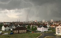 Tornádo na jižní Moravě: Bouře způsobila obrovské škody, nejméně tři lidé zemřeli