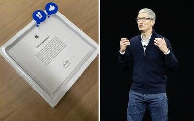 Toto dostaneš po pěti letech práce pro Apple. Zaměstnanec se pochlubil dárkem, který podepsal sám Tim Cook