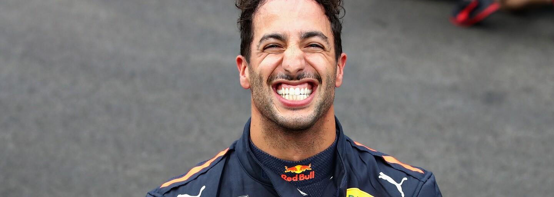 Toto je Daniel Ricciardo. Vyměnil plat přes půl miliardy, aby se stal mistrem světa, ale se svým magickým úsměvem se neztratí
