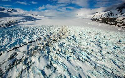 Toto je vše, co zatím víme o pádu helikoptéry Petra Kellnera na Aljašce