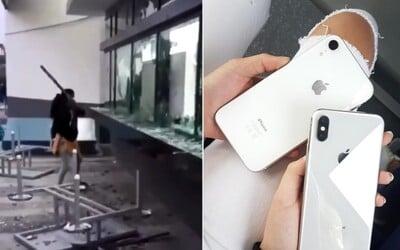 Továreň na iPhony zničili a vyrabovali nahnevaní zamestnanci, sporili sa s vedením o mzdy. Spôsobili škodu za milióny eur