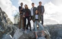 Tradiční puberťáci s netradičným koníčkom - zachraňovaním sveta. To sú študenti, ktorí sa stanú Power Rangers