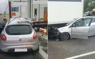 Tragédia na R1: Vodič osobného vozidla zostal zakliesnený pod kamiónom. Záchranári mu už nedokázali pomôcť