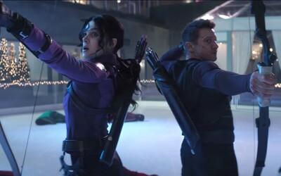 Trailer na seriál Hawkeye: priprav sa na vianočne naladenú marvelovku so super akciou v štýle Die Hard