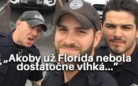 Traja americkí policajti pomáhajúci po hurikáne Irma spustili na internete hotový ošiaľ. Ženy sa na nich nemohli prestať pozerať