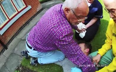 Traja dôchodcovia dolapili zlodeja, ktorého policajti nevedeli chytiť 18 mesiacov. Spacifikovali ho priamo pri čine