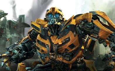 Transformeri sa pozrú do Caesarovho Ríma aj iných časových dôb. Bumblebee sa napríklad pozrie do 80. rokov
