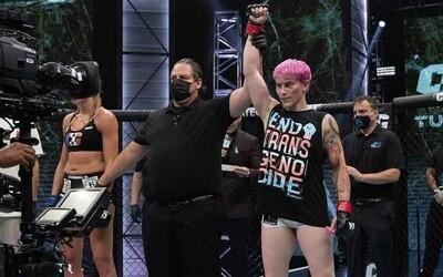 Transgenderová MMA bojovníčka Alana McLaughlinová porazila Celine Provostovú. Od roku 2014 ide o prvý MMA zápas transrodovej ženy