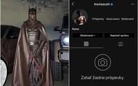 Travis Scott si vymazal instagramový účet po tom, čo zverejnil fotku v nevydarenej maske Batmana. Vysmiali ho fanúšikovia