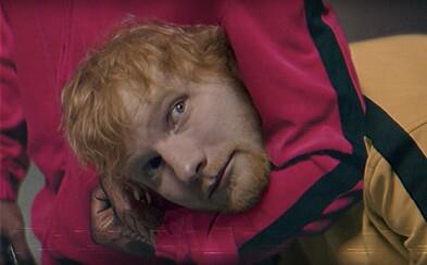 Travis Scott škrtí Eda Sheerana v bláznivém videoklipu, ve kterém explodují hlavy