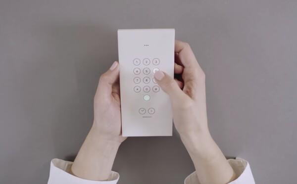 Trávíš spoustu času na mobilu? Díky Googlu si můžeš vytisknout krabičku a telefon bude mít jen základní funkce