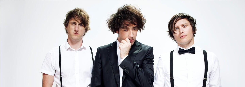 Tretí album The Wombats hudobne neprekvapí, ale uši poteší (Recenzia)