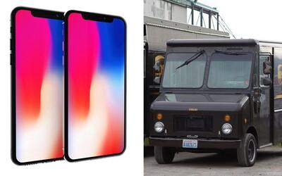 Tři muži ukradli z dodávky kurýra přes 300 iPhonů X. Lup má hodnotu více než 8 milionů korun