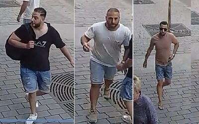 Tři Nizozemci obvinění z napadení číšníka dostali podmínku. Dva počkají na rozsudek ve vazbě