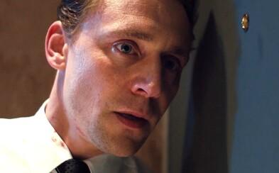 Triedny boj s Tomom Hiddlestonom oblieka utopický kabát aj po tretíkrát a ocitá sa tak opäť v centre pozornosti