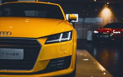 Tříletá holčička v prodejně poškrábala 10 nových Audi, její otec teď musí zaplatit škodu za více než 200 tisíc korun