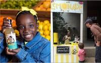 Třináctiletá holčička založila úspěšnou firmu, díky které podniká s limonádou. Ročně prodá 360 tisíc lahví