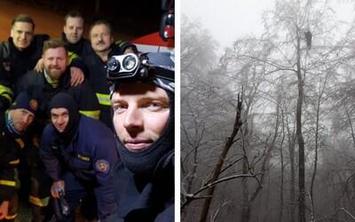 Trnavskí hasiči zachraňovali zo stromu paraglajdistu 5 hodín