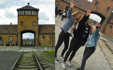 Trojice dívek hajlovala před branami Osvětimi a fotku zavěsily na Instagram. Hrozí jim pokuta až vězení