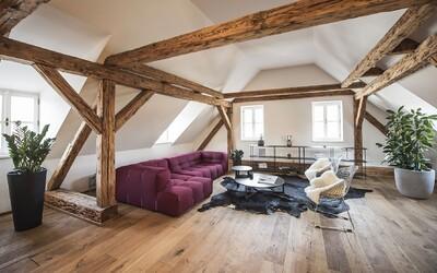 Trojizbový podkrovný byt s výhľadom na Pražský hrad či Petřín, ktorého devízami sú priestrannosť a útulnosť