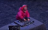 Trojročný DJ z Juhoafrickej republiky hrá lepšie ako mnohí profesionáli. Pozrite sa na to, čo predviedol v talentovej súťaži