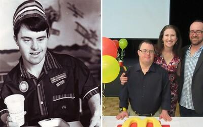 Trpí Downovým syndrómom, ale oslávil už 30-ročné pôsobenie v McDonald's. Večne usmiaty Russell sa stal miestnou ikonou