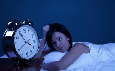 Trpíte problémami s nespavosťou? Jednoduchá 60-minútová terapia vám pomôže