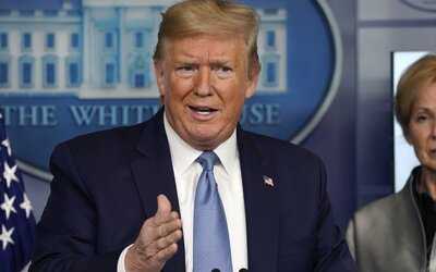 Trump by sám sobě udělil 10/10 za svůj boj s koronavirem