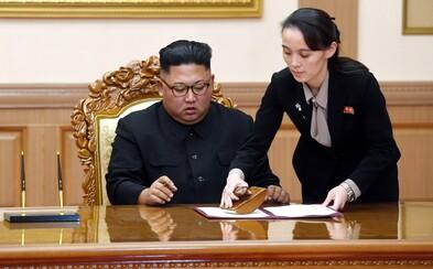 Trump posílal svou rádkyni, aby svedla Kim Čong-una. Udělej to pro tým, smál se, když na ni diktátor mrkl