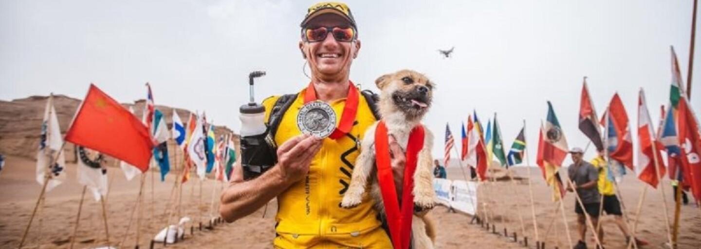 Túlavý psík sprevádzal bežca počas behu na 250 kilometrov dlhej trati. Ten si ho napokon aj adoptoval