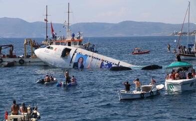 Turci potopili na dno mora mohutný Airbus A300, aby pomohli potápačskému turizmu. Podmorské živočíchy totiž na vraky reagujú pozitívne