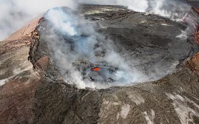 Turista spadol do krátera sopky na Havaji. Preliezol zábradlie a chcel sa pozrieť zblízka