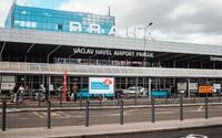 Turisté letěli z Německa do Prahy, cestou si zpívali nacistickou hymnu. Hrozí jim tři roky vězení