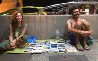 Turistov, ktorí majú peniaze, ale aj tak žobrú, chcú na Bali posielať späť na ambasády